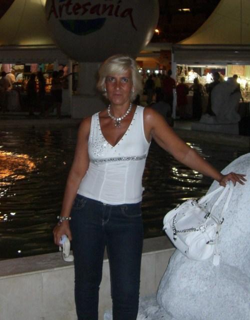 Jeans del Corte Inglés, camiseta de agnesi. Complementos: collar de Tiffany&Co, pulsera del taller de artesania